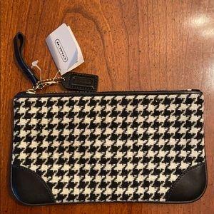 NEW COACH Black and White CHECKERED WRISTLET BAG